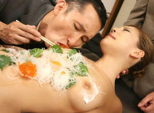 刺し身の味付けは愛液でお願いしたい女体盛りのエロ画像 39枚 No.19