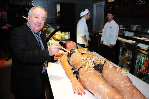 刺し身の味付けは愛液でお願いしたい女体盛りのエロ画像 39枚 No.33