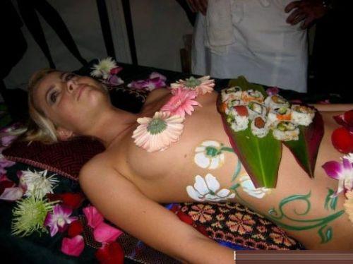 刺し身の味付けは愛液でお願いしたい女体盛りのエロ画像 39枚 No.37