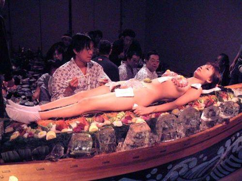 刺し身の味付けは愛液でお願いしたい女体盛りのエロ画像 39枚 No.39