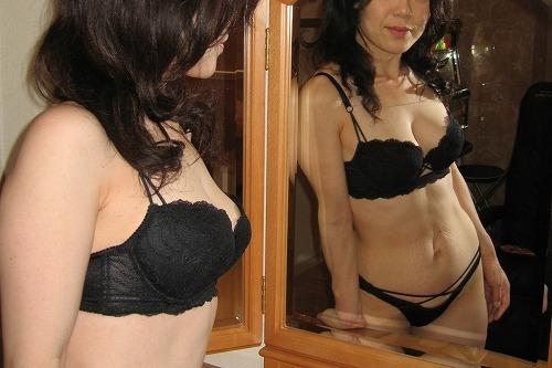 【エロ画像】熟女の派手で高級な黒下着を見たら熟女好きになったわwww 41枚 No.5