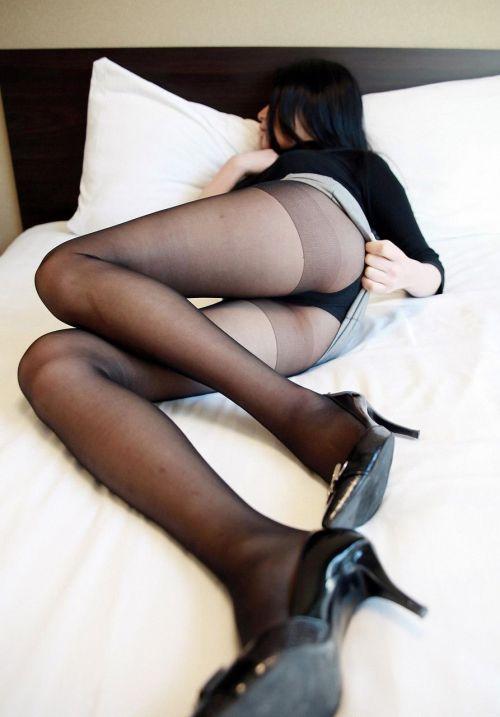 【エロ画像】熟女の派手で高級な黒下着を見たら熟女好きになったわwww 41枚 No.8