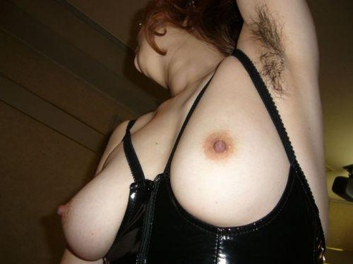 【エロ画像】熟女の派手で高級な黒下着を見たら熟女好きになったわwww 41枚 No.25
