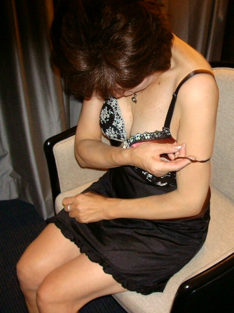【エロ画像】熟女の派手で高級な黒下着を見たら熟女好きになったわwww 41枚 No.39