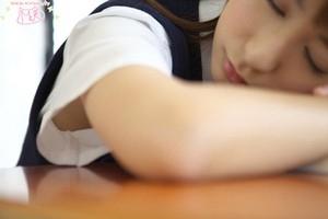 10代小娘の制服の袖から見えるツルツルな腋チラがえろい秘密撮影写真 31枚