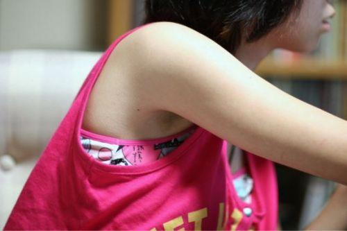 JKのセーラー服の袖から見えるツルツルな腋チラがエロい盗撮画像 31枚 No.8