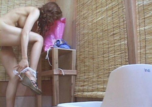 試着室で水着に着替える素人のおっぱいやオマンコを盗撮したエロ画像 42枚 No.15