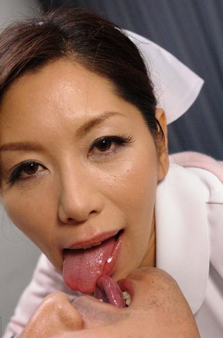 舌同士でベロベロ舐め合うベロチュー熟女に欲情しちゃうエロ画像 33枚 No.22