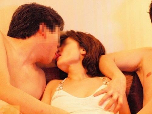 舌同士でベロベロ舐め合うベロチュー熟女に欲情しちゃうエロ画像 33枚 No.25