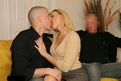 舌同士でベロベロ舐め合うベロチュー熟女に欲情しちゃうエロ画像 33枚 No.29