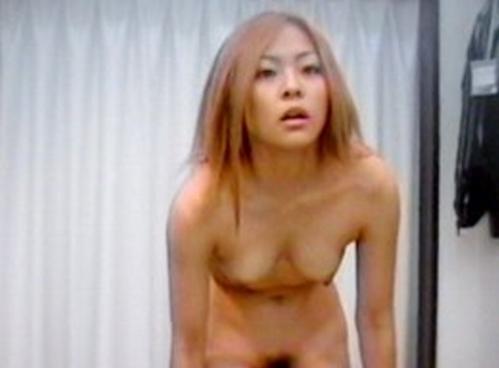 【盗撮画像】試着室で下着を試着する素人女性が素っ裸でエロ過ぎwww 33枚 No.22