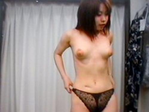 【盗撮画像】試着室で下着を試着する素人女性が素っ裸でエロ過ぎwww 33枚 No.30