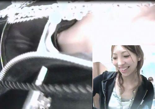 笑顏で可愛いショップ店員さんの胸チラ・乳首を盗撮したエロ画像 39枚 No.4