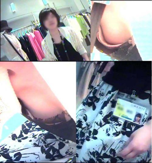 笑顏で可愛いショップ店員さんの胸チラ・乳首を盗撮したエロ画像 39枚 No.9