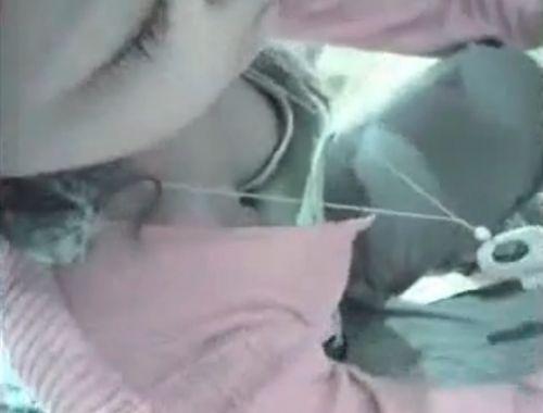 笑顏で可愛いショップ店員さんの胸チラ・乳首を盗撮したエロ画像 39枚 No.19