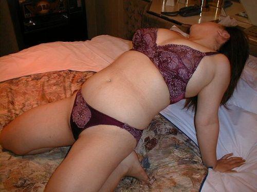 【エロ画像】熟女の過激で派手な下着を着ると夜のセックスが荒れそうだよなwww 31枚 No.1