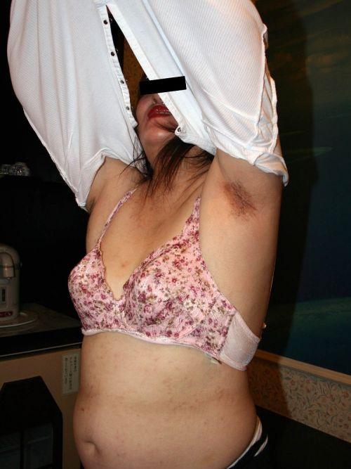 【エロ画像】熟女の過激で派手な下着を着ると夜のセックスが荒れそうだよなwww 31枚 No.20