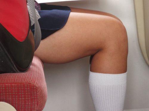 電車内でJKが無邪気にムチムチな太ももやパンチラを晒す盗撮画像 34枚 No.22