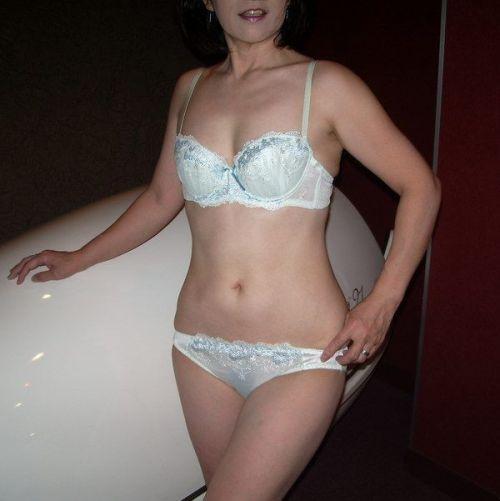 熟女の刺繍入り純白下着が新鮮でエロくみえちゃうエロ画像まとめ 32枚 No.16
