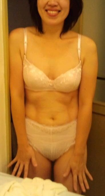 熟女の刺繍入り純白下着が新鮮でエロくみえちゃうエロ画像まとめ 32枚 No.26