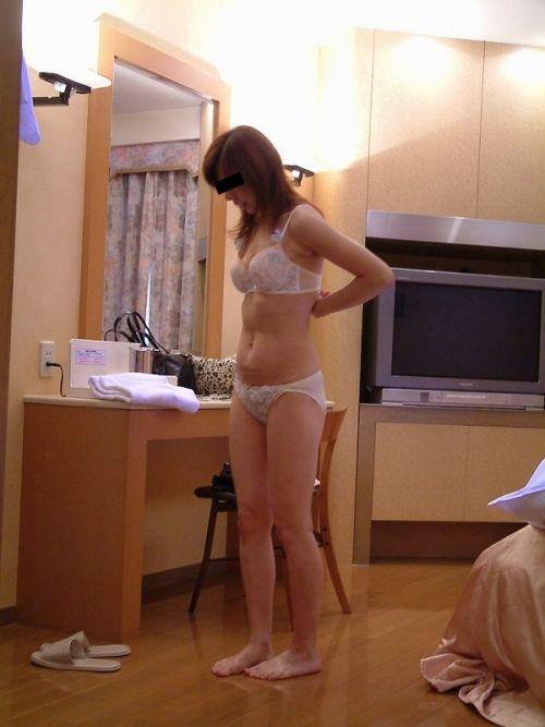 熟女の刺繍入り純白下着が新鮮でエロくみえちゃうエロ画像まとめ 32枚 No.32