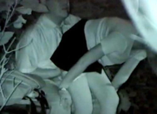 【画像】カップルの野外後背位セックスを赤外線カメラで盗撮したったwww 33枚 No.7