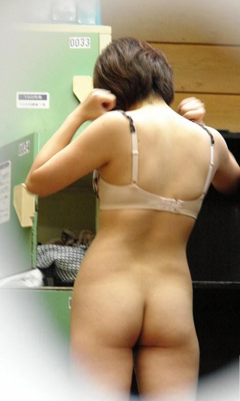 温泉や銭湯で着替える女の子のマン毛をチェックしたくなる盗撮画像 36枚 No.11
