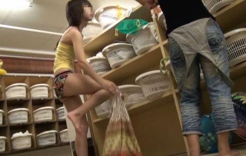 温泉や銭湯で着替える女の子のマン毛をチェックしたくなる盗撮画像 36枚 No.32