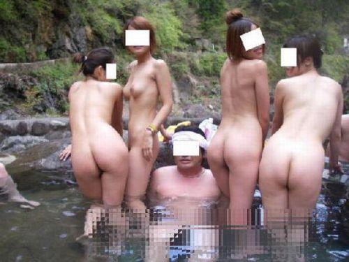 素人ギャルやお姉さんが混浴露天風呂で露出しちゃってるエロ画像 40枚 No.7