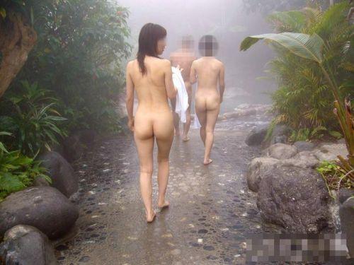 素人ギャルやお姉さんが混浴露天風呂で露出しちゃってるエロ画像 40枚 No.21
