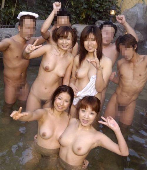 素人ギャルやお姉さんが混浴露天風呂で露出しちゃってるエロ画像 40枚 No.26