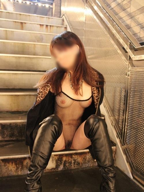 【画像】股間丸出しオマンコ丸出しのボディーストッキング痴女がエロ過ぎwww 35枚 No.8