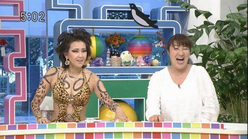 岡本夏生がTVでケツを丸出しにしちゃう破天荒熟女のエロ画像 126枚 No.8
