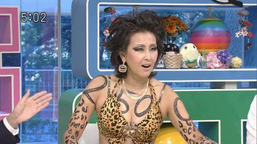 岡本夏生がTVでケツを丸出しにしちゃう破天荒熟女のエロ画像 126枚 No.9