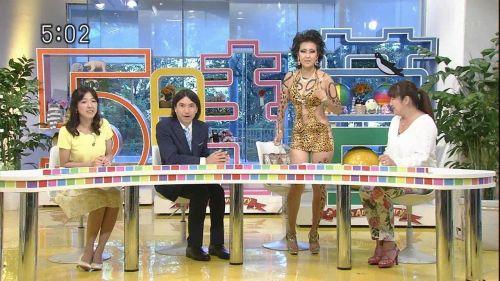 岡本夏生がTVでケツを丸出しにしちゃう破天荒熟女のエロ画像 126枚 No.12