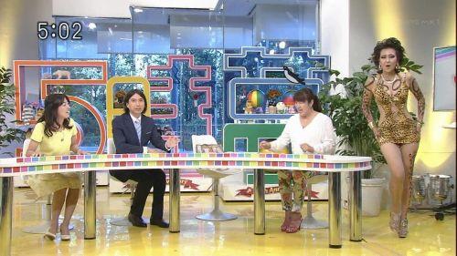 岡本夏生がTVでケツを丸出しにしちゃう破天荒熟女のエロ画像 126枚 No.14