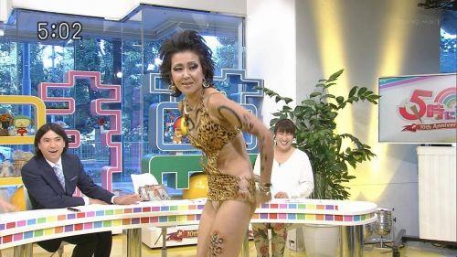 岡本夏生がTVでケツを丸出しにしちゃう破天荒熟女のエロ画像 126枚 No.17