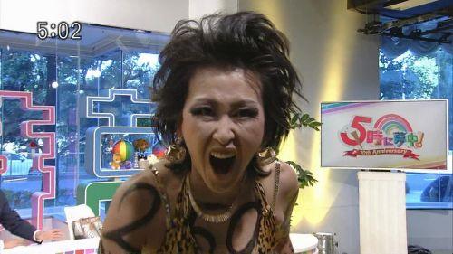 岡本夏生がTVでケツを丸出しにしちゃう破天荒熟女のエロ画像 126枚 No.21