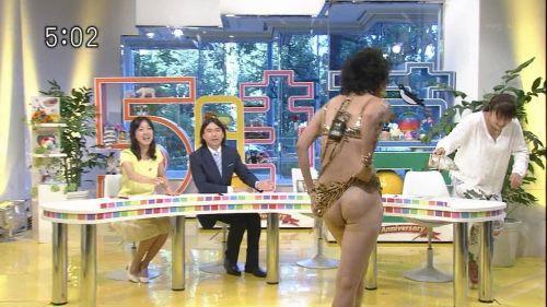 岡本夏生がTVでケツを丸出しにしちゃう破天荒熟女のエロ画像 126枚 No.22