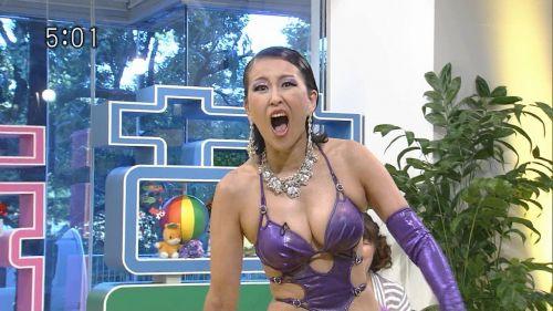 岡本夏生がTVでケツを丸出しにしちゃう破天荒熟女のエロ画像 126枚 No.26