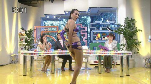 岡本夏生がTVでケツを丸出しにしちゃう破天荒熟女のエロ画像 126枚 No.29