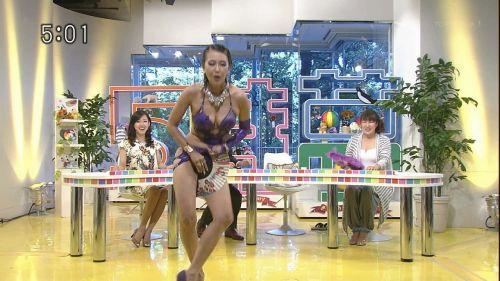岡本夏生がTVでケツを丸出しにしちゃう破天荒熟女のエロ画像 126枚 No.30