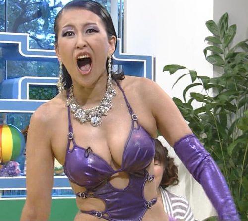 岡本夏生がTVでケツを丸出しにしちゃう破天荒熟女のエロ画像 126枚 No.39