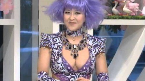岡本夏生がTVでケツを丸出しにしちゃう破天荒熟女のエロ画像 126枚 No.44