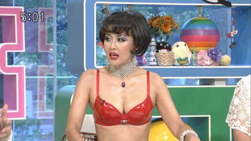 岡本夏生がTVでケツを丸出しにしちゃう破天荒熟女のエロ画像 126枚 No.67