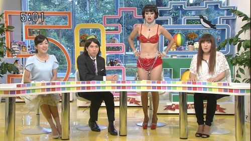 岡本夏生がTVでケツを丸出しにしちゃう破天荒熟女のエロ画像 126枚 No.91