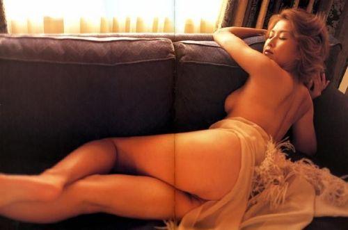 岡本夏生がTVでケツを丸出しにしちゃう破天荒熟女のエロ画像 126枚 No.93