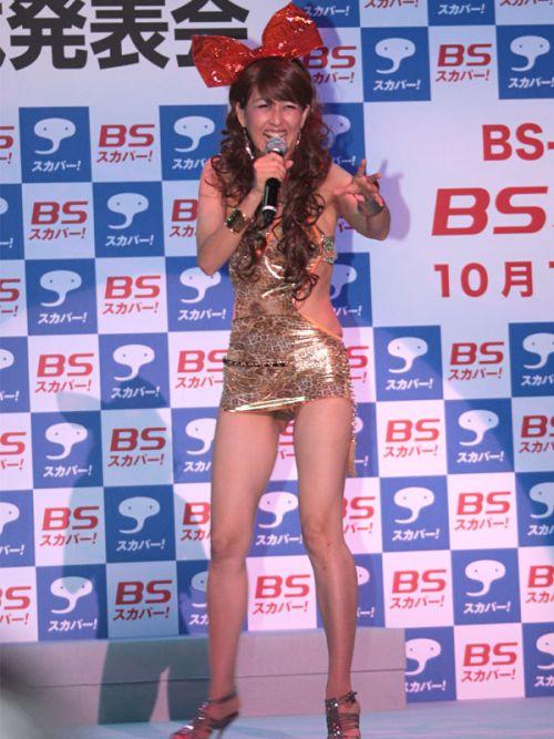 岡本夏生がTVでケツを丸出しにしちゃう破天荒熟女のエロ画像 126枚 No.114