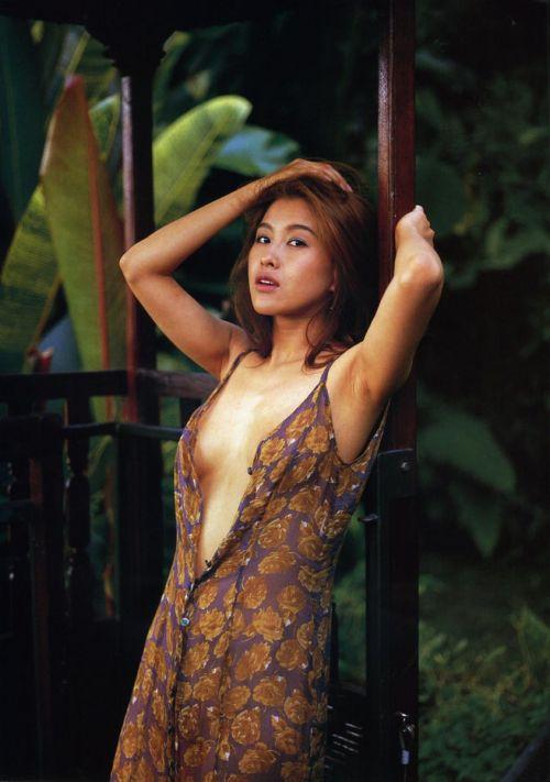 岡本夏生がTVでケツを丸出しにしちゃう破天荒熟女のエロ画像 126枚 No.126