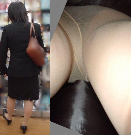 真面目そうな熟女がベージュのストッキングを履いた逆さ撮り盗撮画像 33枚 No.4